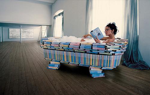 r2,bath,book,funny,metaphor,reading-41532e62e4710f614cc87d11799493dc_h