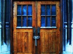 closed-doors-1400451-m